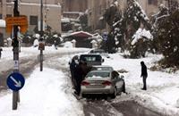الأردن .. طائرات توصل الطعام لمحاصرين بالثلوج