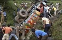 مقتل تسعة هنود بسقوط شاحنة بعد محاولتهم سرقتها