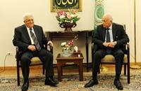 عباس يعرض التطورات الفلسطينية بالجامعة العربية