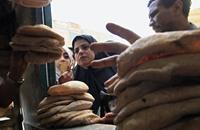 خفض وزن الخبز المدعوم بمصر وتسعيرة جديدة لجوال الدقيق