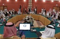 كيف تضيف الخسائر الأخيرة للنفط أزمات جديدة لموازنات الخليج؟