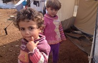 البرد والأوبئة يهددان حياة 150 ألف طفل بمخيمات سوريا
