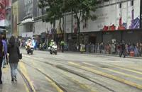 شرطة هونغ كونغ تجلي آخر المتظاهرين (فيديو)