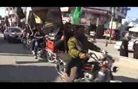 مسيرة بالدراجات النارية دعماً للأسرى في غزة (فيديو)