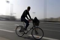 """دراجة """"ذكية"""" بهولندا تنبه راكبها من مخاطر الطريق"""