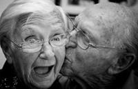 قبلة ساخنة لعشر ثوانٍ تنقل 80 مليون جرثومة