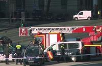 رجل يقتحم بسيارة مفخخة مقر الحزب الحاكم في إسبانيا (فيديو)