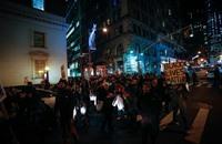احتجاج على مظاهرات تؤيد عنف شرطة أمريكا ضد السود