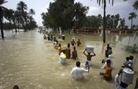 الفيضانات تحاصر عشرات السياح في متنزه وطني بماليزيا