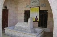 ضريح الشاعر المعري تحت نار النظام السوري