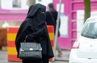 """حملة إعلامية و""""دينية"""" لمنع النقاب في الإمارات (فيديو)"""
