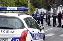 رجل يقتحم متحفا بفرنسا ويكتب عبارات تهديد بالعربية
