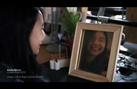 تركي يصمم مرآة تعكس الصورة بشرط الابتسامة