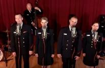 """جنود أمريكان يغنون الأغنية المصرية """"فيها حاجة حلوة"""" (فيديو)"""