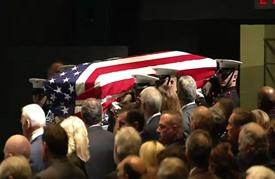 أمريكا تكرم جون غلين أحد أبطال غزو الفضاء