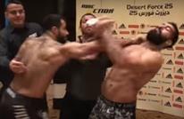 شجار عنيف بين ملاكمين مصري وسعودي أثناء قياس الوزن (فيديو)