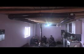 أسرة تركية تبني منزلها على بئر غاز وتستخدمه للتدفئة