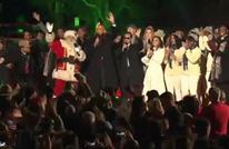 أوباما يغني بعد إضاءة آخر شجرة ميلاد في ولايته (فيديو)