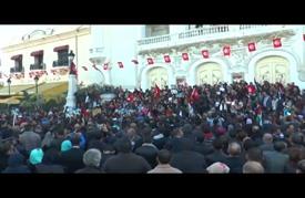 """آلاف التونسيين ينددون باغتيال """"الزواري"""" في مسيرة وسط العاصمة"""