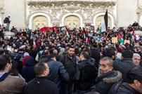 آلاف التونسيين ينددون باغتيال الزواري