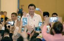 رئيس الفلبين: رميت شخصا من الطائرة ومستعد لتكرار ذلك