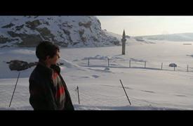 مئذنة تنبت من الثلج في مدينة أغري التركية