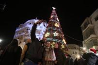 إضاءة شجرة عيد الميلاد في رام الله