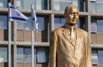 بعد ليلة من نصبه.. إسقاط تمثال مذهب لنتنياهو بتل أبيب (صور)