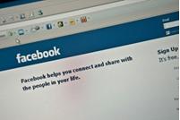 """بريطاني يكتشف عبر فيسبوك أن زوجته """"متزوجة"""""""