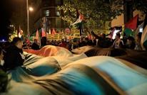 تظاهرة بإسبانيا أمام السفارة الأمريكية تندد بقرار ترامب