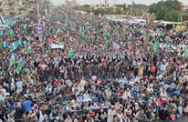 عشرات الآلاف في باكستان يتظاهرون ضد قرار ترامب (شاهد)
