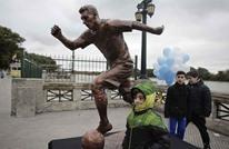 مجهولون يخربون تمثال نجم برشلونة ميسي بالأرجنتين (فيديو)