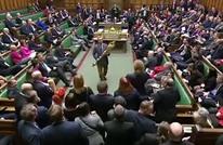 نائب بريطاني يزيل صولجان الملكة من البرلمان.. لماذا؟ (شاهد)