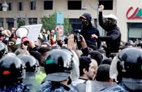 منشد حزب الله يوجه تهديدا للمتظاهرين.. ويعلق (شاهد)