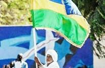 علم غير مألوف يرفعه السودانيون في التظاهرات.. ما قصته؟