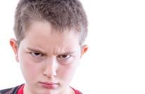 ماذا نفعل حين يسيء الطفل لأحد الوالدين؟