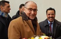 جزائريون يطردون السفير الفرنسي من جنازة قايد صالح (فيديو)