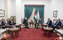 رئيس لجنة الانتخابات الفلسطينية يسلم رد الفصائل لعباس