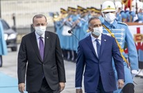 أردوغان يعدّل قميص الكاظمي.. هكذا تفاعل النشطاء (شاهد)