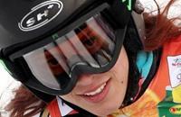 بطلة لبنان في التزلج تعتذر عن صور شبه عارية لها