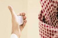 """سعودي يعثر على ورقة """"غش"""" في أذنه بعد 20 عاما"""