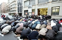 لوموند : هكذا يعيش المسلمون في فرنسا