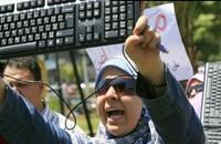 """نشطاء """"فيسبوك"""" يثورون على شركات الإنترنت بمصر"""