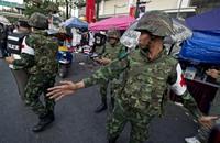 رئيسة وزراء تايلاند تغادر بانكوك