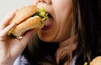 هذه بعض الحيل التي تساعد على تقليل كميات الطعام ليلا