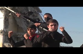 """شبان في غزة يمارسون فنون قتال """"النينجا"""""""