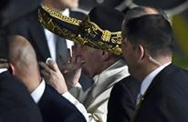 ملياردير أمريكي يلمّع حذاء البابا ليستعيد ذكريات طفولته