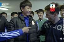 """شاب """"مدريدي"""" بالصين يحرج ميسي برفض التسليم عليه (فيديو)"""
