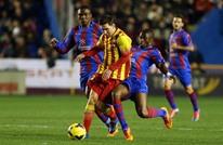 """برشلونة يهزم ليفانتي بصعوبة وينفرد بصدارة """"الليغا"""" (فيديو)"""