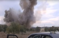 مراسل سوري يتعرض لقصف روسي على الهواء (شاهد)